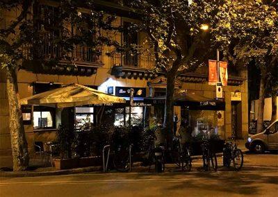 Exterior-Le-Petit-Paris-de-noche